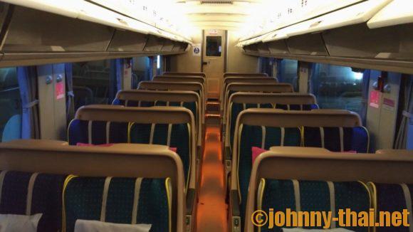 バンコクからチェンマイに行くバス車内画像