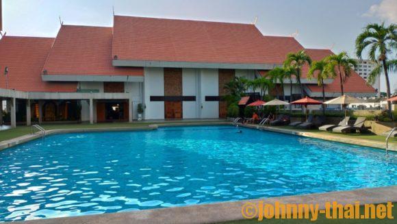 チェンマイオーキットホテルのプール