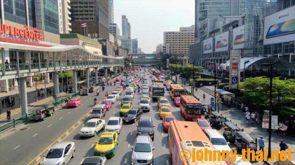 バンコク市内を走るタクシー