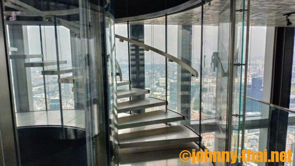 マハナコンタワーの階段