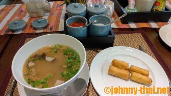 ヤーンカムビレッジ(Yaang Come Village)の朝食