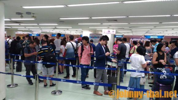 ドンムアン空港の入国審査の行列
