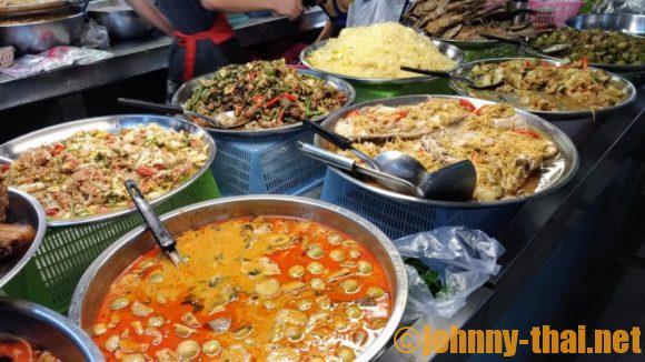 タニン市場のお総菜売り場