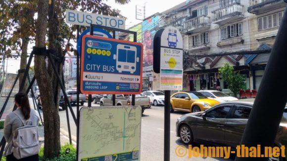 ユー二マーン チェンマイ近くのスマートバス停留所